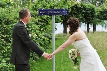 Foto Hüss - Hochzeit - gemeinsamer Weg - Wegweiser - Schild