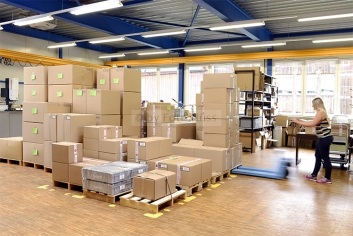 Foto Hüss - Business - Firmen - Reportagen - Industrie - Lager