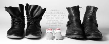 Foto Hüss - Portrait - Babybauch - Schwanger - ein Kind erwarten - Schuhe