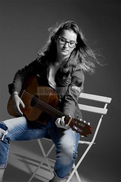 Foto Hüss - Studio Portrait - Frauen - Gitarre